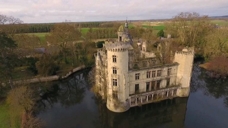 Des milliers d'internautes au chevet d'un château français