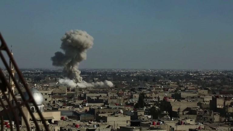 L'aviation syrienne pilonne un fief rebelle tuant 100 civils