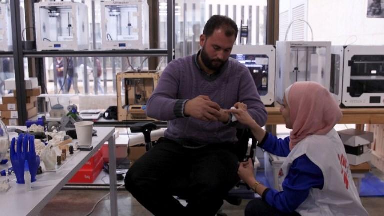 Jordanie: des blessés retrouvent l'espoir avec des prothèses 3D