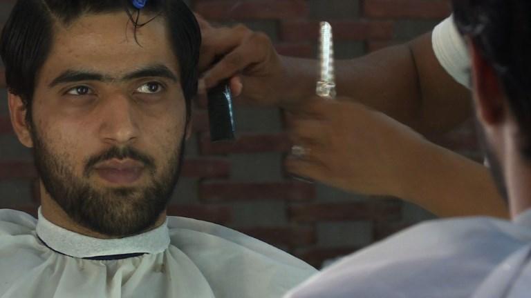 Au Pakistan, les hommes prennent soin d'eux