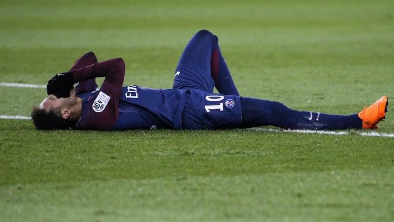 Football: le PSG bat l'OM 3-0, Neymar blessé