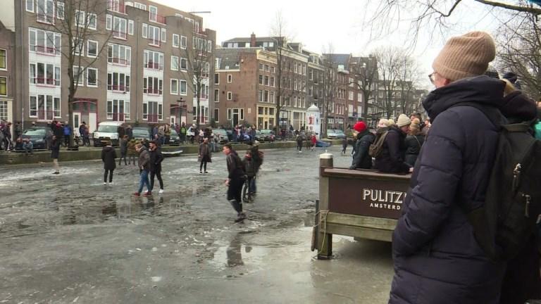 Amsterdam: du patin à glace sur les canaux gelés