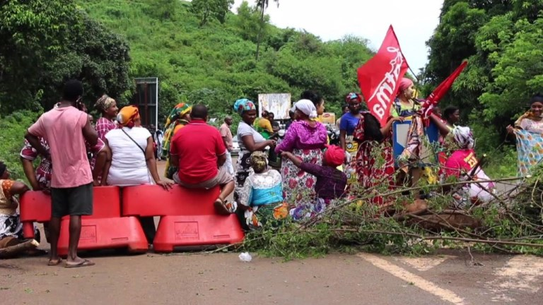 Mayotte: poursuite des barrages routiers contre l'insécurité