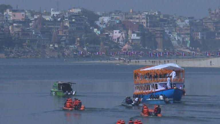 Inde: Macron et Modi partagent une croisière sur le Gange