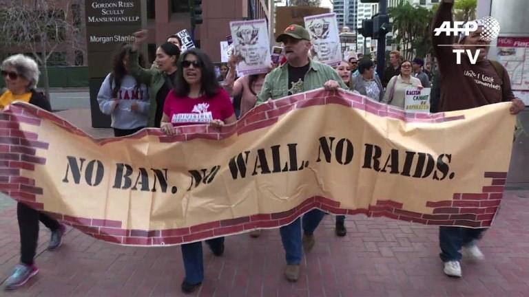 Manifestation à San Diego avant la visite de Trump en Californie