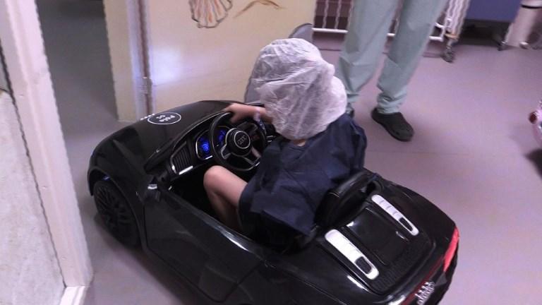 Des petites voitures anti-stress pour les enfants à l'hôpital