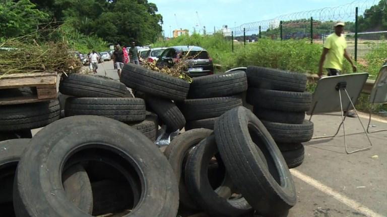 Mayotte: la grève continue