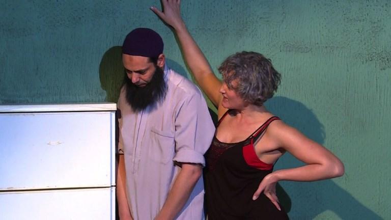 Tunis: huis clos entre une prostituée et un extrêmiste sur scène