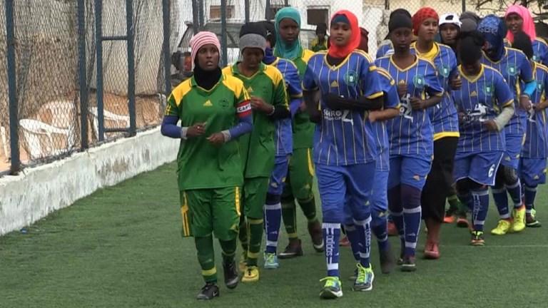 Somalie: des femmes bravent les islamistes pour le foot