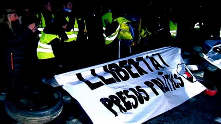 Catalogne: routes bloquées par des manifestants pro-Puigdemont
