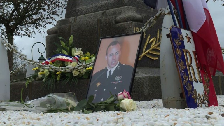 Bretagne: Trédion rend hommage au colonel Arnaud Beltrame