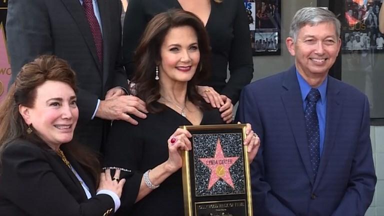 L'actrice mythique de Wonder Women honorée à Hollywood