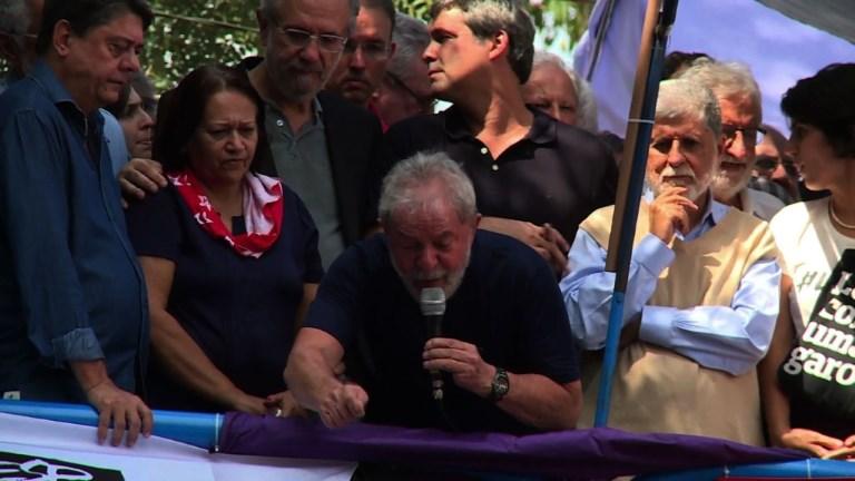Brésil: l'ex-président Lula s'est livré à la justice