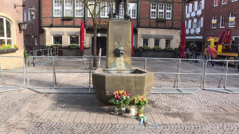 Allemagne: Des fleurs et la police à Munster
