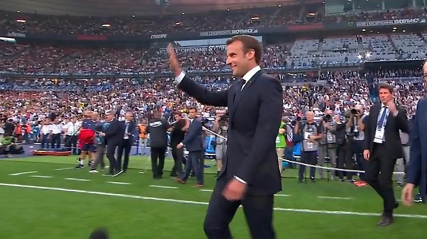 Emmanuel Macron hué au Stade de France