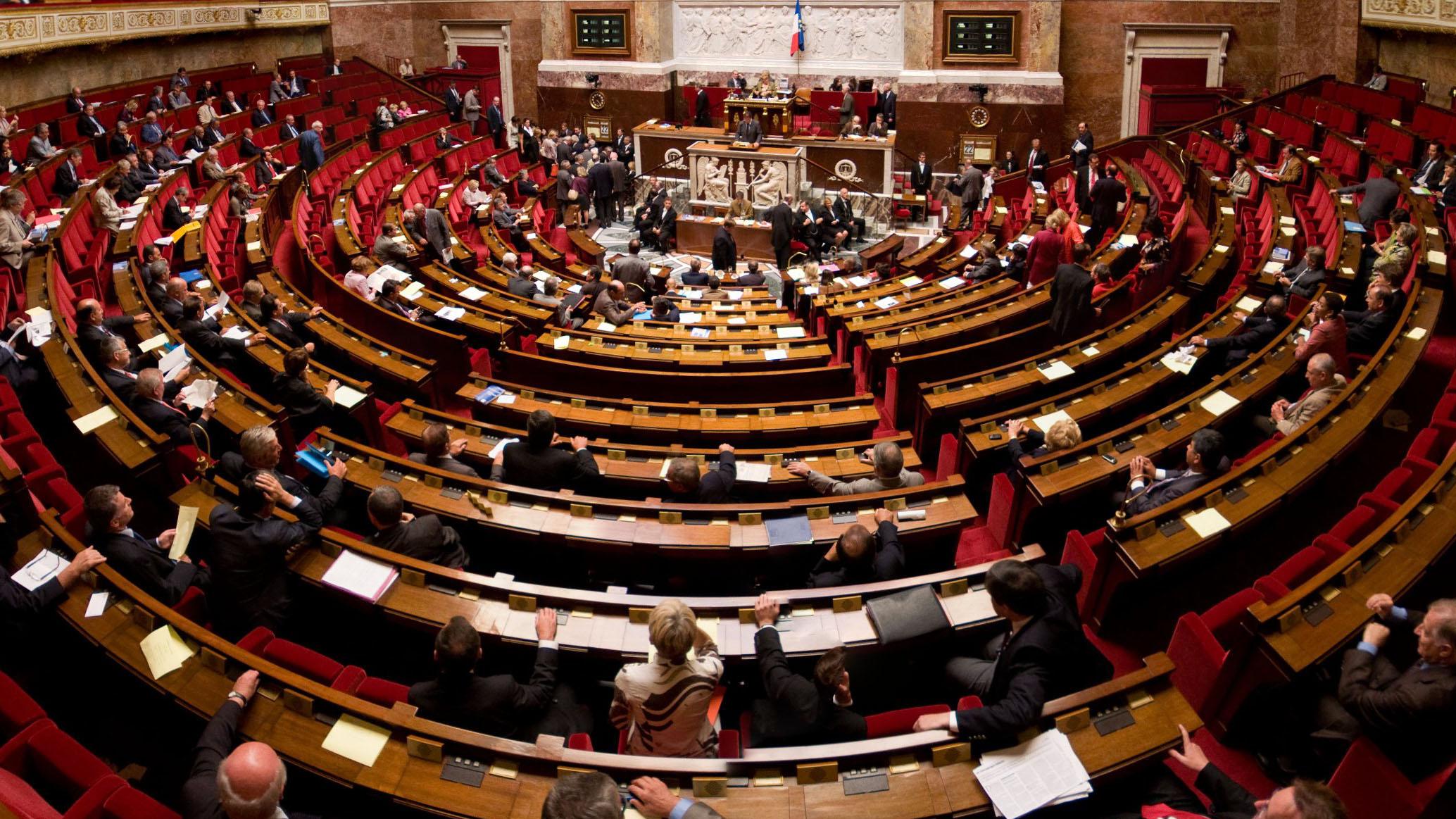 Dans l'hémicycle de l'Assemblée nationale.